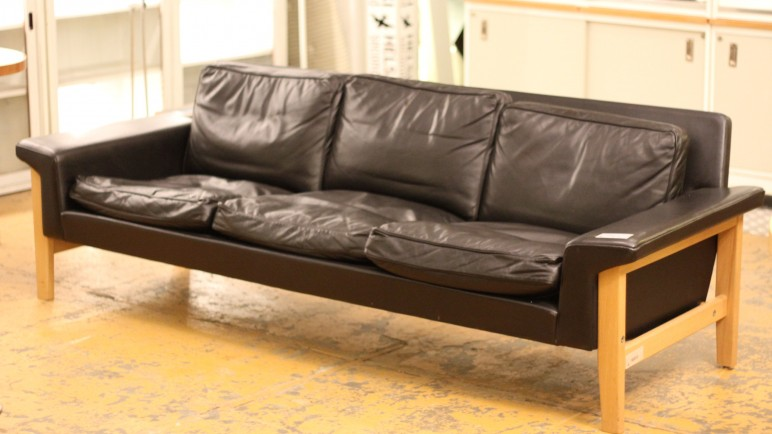 SOHVA / SOFA / MUSTA NAHKA / BLACK LEATHER