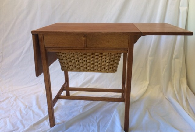 MYYTY! SOLD! OMPELUPÖYTÄ / SEWING TABLE / BODAFORS SWEDEN