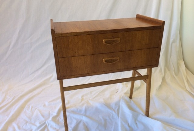 MYYYT! SOLD! PIENI LIPASTO / SMALL CABINET