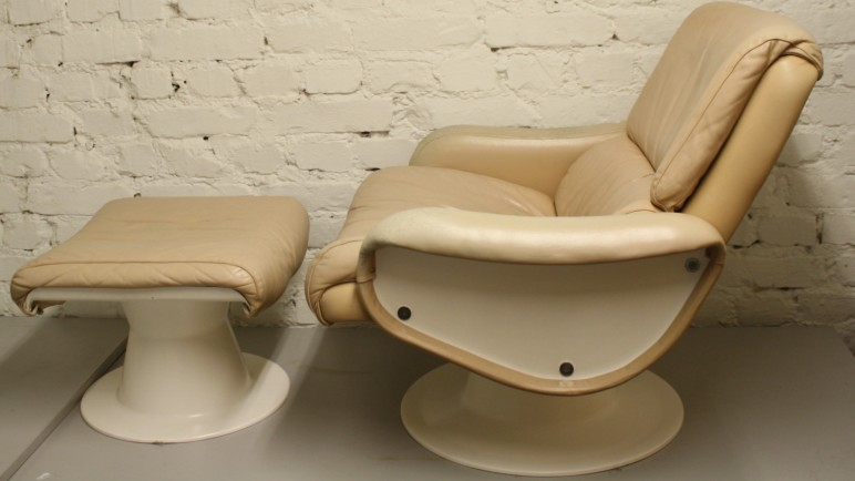 SATURNUS / NOJATUOLI JA RAHI / SATURN / EASY CHAIR AND OTTOMAN