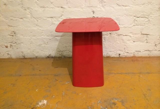PIENI SIVUPÖYTÄ / SMALL SIDE TABLE