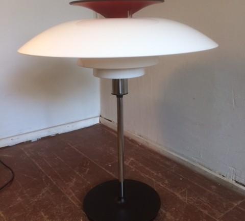 PÖYTÄVALAISIN / TABLE LAMP