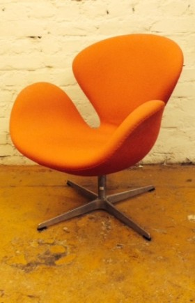 MYYTY! ARNE JACOBSEN / THE SWAN