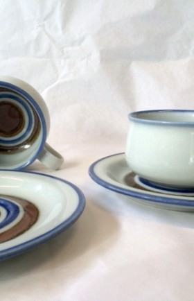 MYYTY! SOLD! / TEEKUPPI / TEA CUPS / PETER WINQVIST / ARABIA