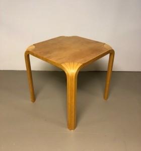 ARTEK / X-JALKA / pikkupöytä